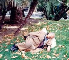 senora-durmiendo-en-jardines.jpg
